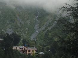 walking-up-towards-bhagsu